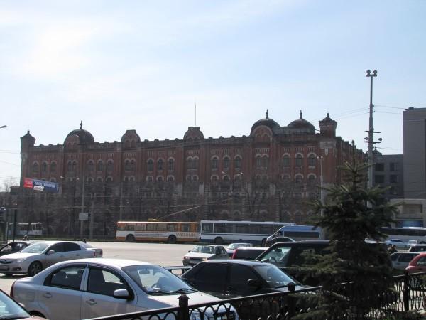 старинное здание напротив вокзала Екатеринбург-Пассажирский фото
