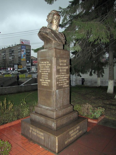 памятники скульптуры новосибирска памятник кутузову бюст кутузова
