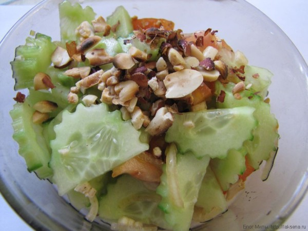 простой тайский салат из огурцов