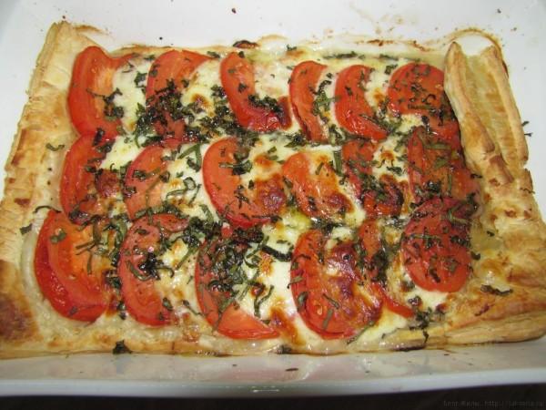 пирог с помидорами и моцарелой