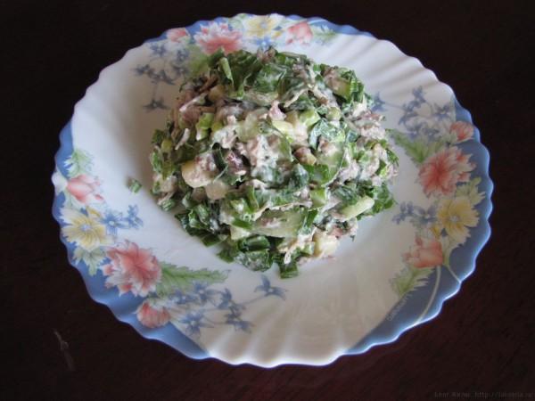 Салат из черемши с курицей и сыром