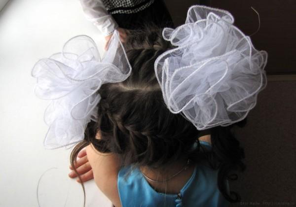 1 класс прически на выпускной фото две французские косы поперек хвосты локонами