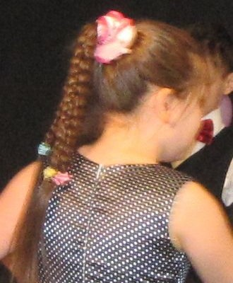 1 класс прически на выпускной фото три косы из хвоста