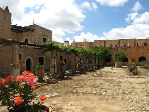 монастырь аркади кельи монахов
