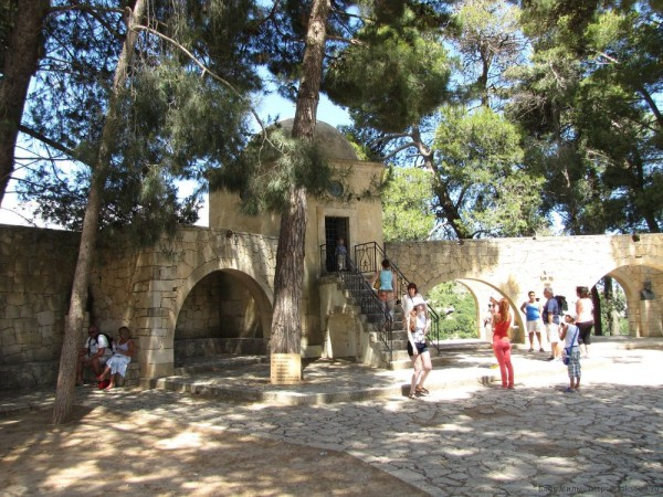 монастырь аркади склеп с останками восставших