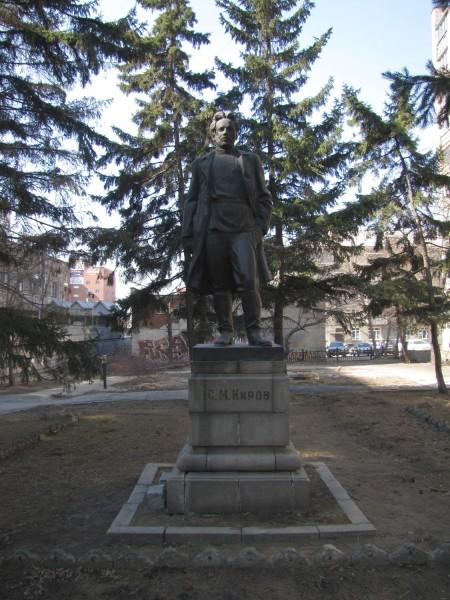 памятник кирову уличные скульптуры новосибирска на улице ленина