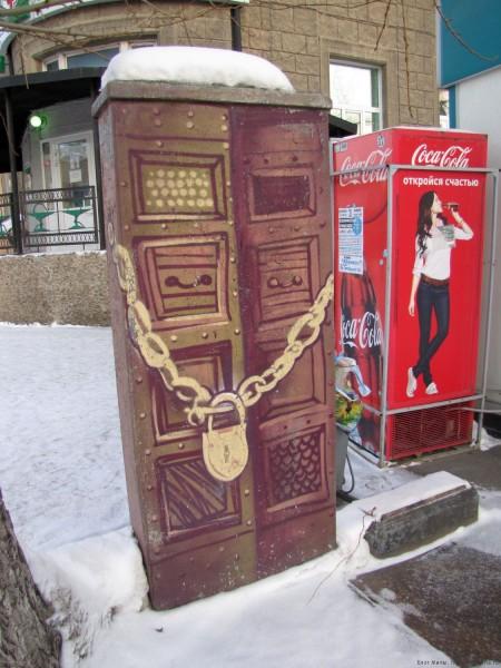 уличные скульптуры новосибирска на улице ленина технический ящик с ключом