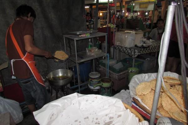 Десерты тайской кухни (фото) крекер из воздушного риса кхао тэн