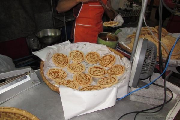 Десерты тайской кухни (фото) крекеры из воздушного риса кхао тэн