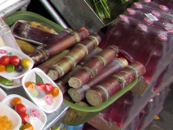 Десерты тайской кухни рис в бамбуке као лан
