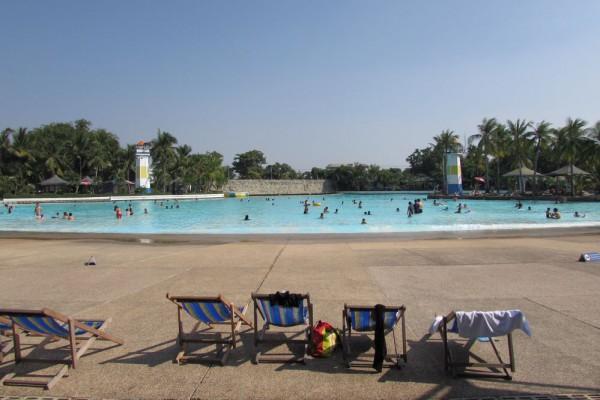 Сиам парк в Бангкоке бассейн с искусственной волной