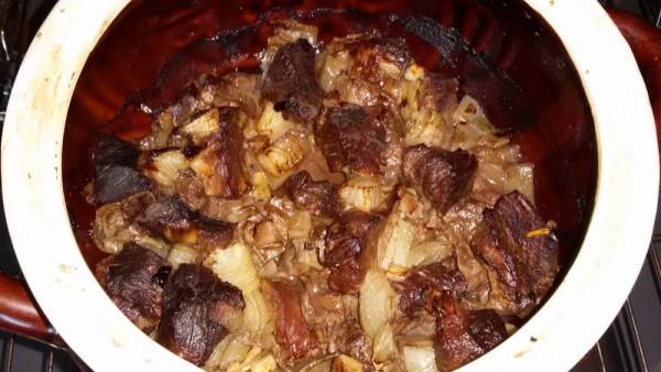 Нежнейшая говядина в соусе из горшочка