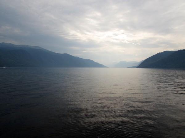 Экскурсия по Телецкому озеру на теплоходе южная часть телецкого озера