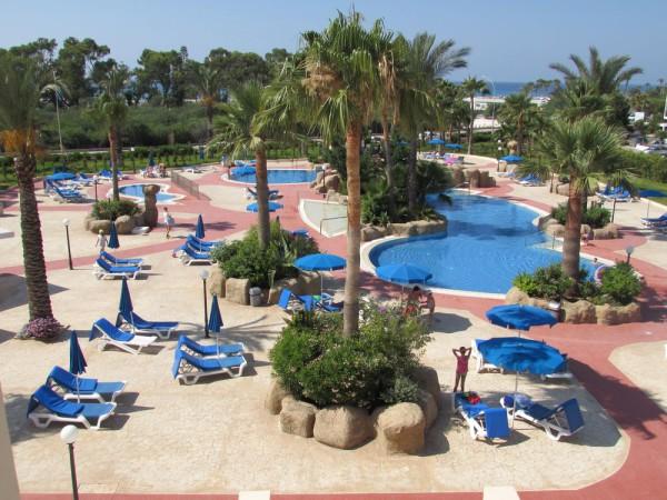 Ниссиана отель и бунгало, Кипр бассейн