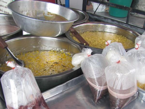 Sakoo Tom Kao Prood пудинг из тапиоки с кукурузой десерты тайской кухни
