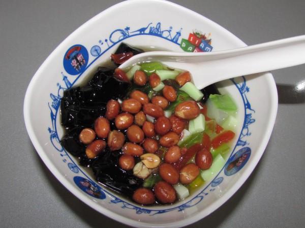 Chao kuai (grass jelly) черное травяное желе десерты тайской кухни