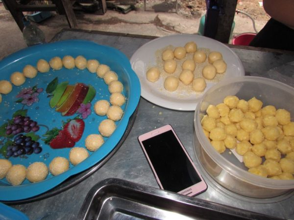 Khanom Kai Hong лебединые яйца тайские десерты