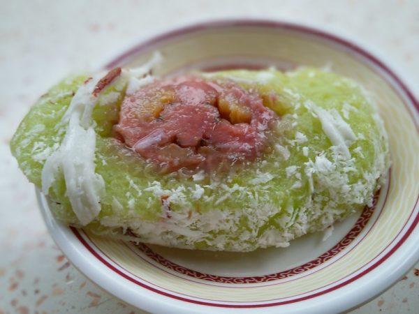 Khao tom mad (клейкий рис на пару с начинкой из банана) тайские десерты