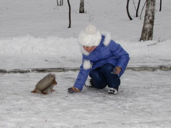 Шапка Боярыня спицами из толстой пряжи зимняя теплая