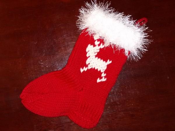 Рождественский носок спицами с оленем