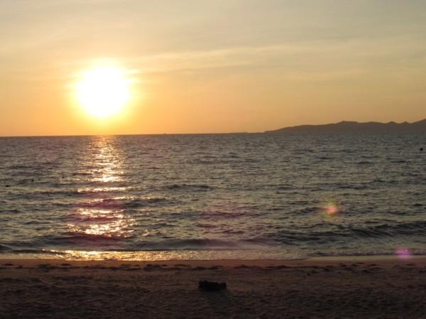 Закат на пляже Hu Gwang bay