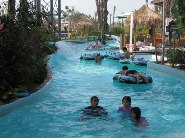 Аквапарк Cartoon Network Amazone ленивая река Riptide Rapids