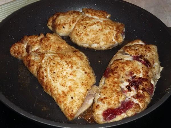 Куриное филе с клюквой и медом
