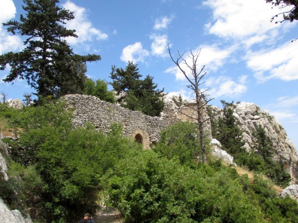 Первым пунктом нашей экскурсионной программы по Северному Кипру стал самый великолепный замок Керинии - замок святого Иллариона.