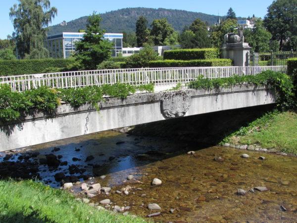 Парк роз в Баден-Баден Гённеранлаге мост Жозефины