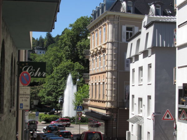вид на фонтан Августаплатц с Айхштрасе