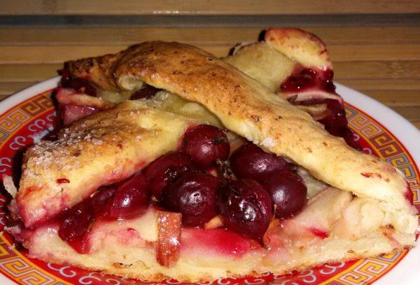 Творожный пирог с крыжовником и яблоками