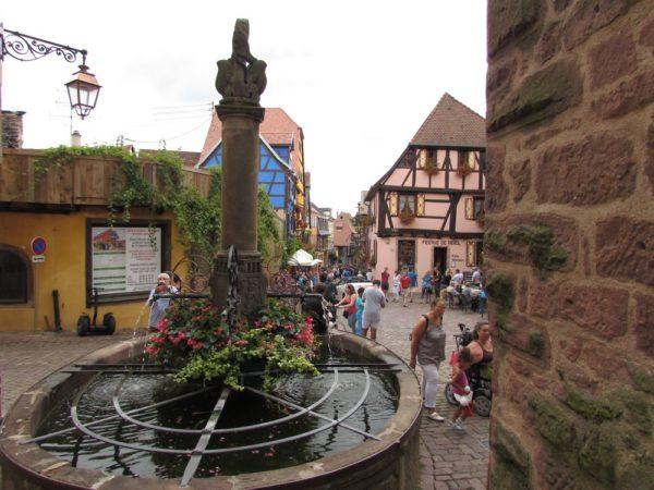 Fontaine de la Sinne (Sinnbrunnen) измерительный фонтан риквир riquewihr