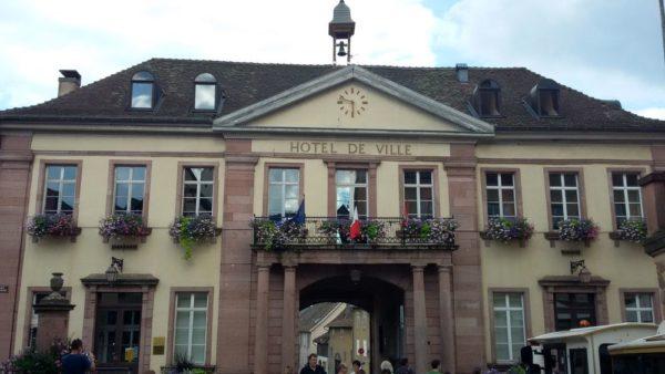 мэрия Hotel de ville риквир riquewihr