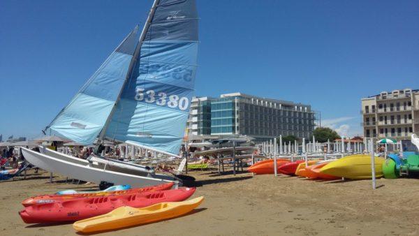 Пляж Лидо ди Езоло прокат яхт