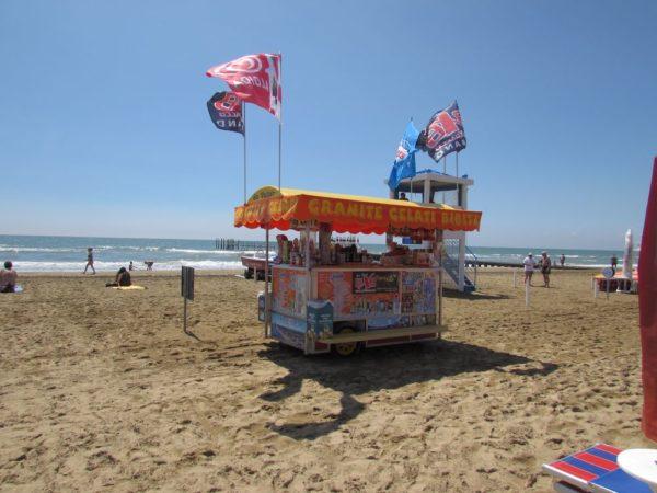 Пляж Лидо ди Езоло передвижной киоск