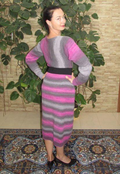 Простое платье спицами из секционной пряжи
