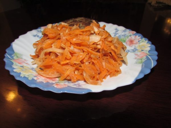 Салат из моркови с яблоком и луком