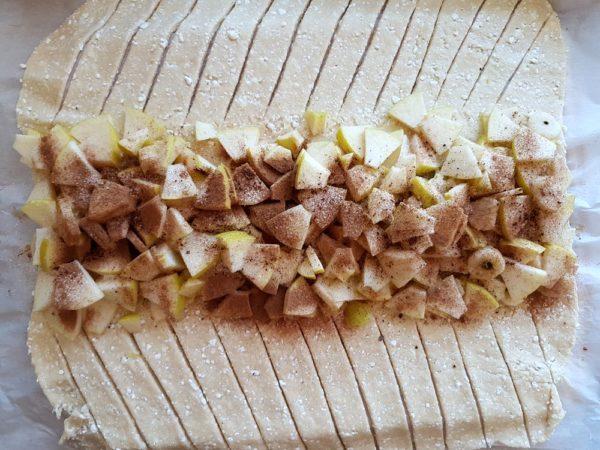 Пирог с яблоками из творожного теста