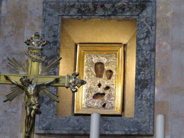 Пантеон в Риме алтарь
