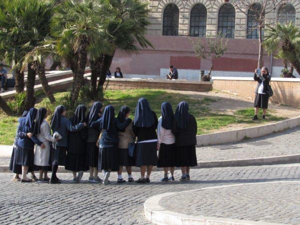 колизей монахини