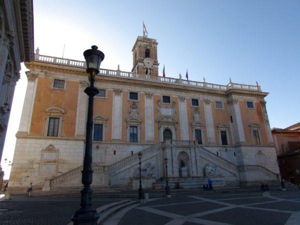 палаццо Сенатори (Palazzo Senatori) капитолий