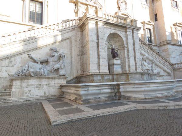 фонтан палаццо сенатори капитолий