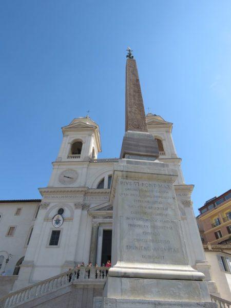 Церковь Тринита-деи-Монти обелиск