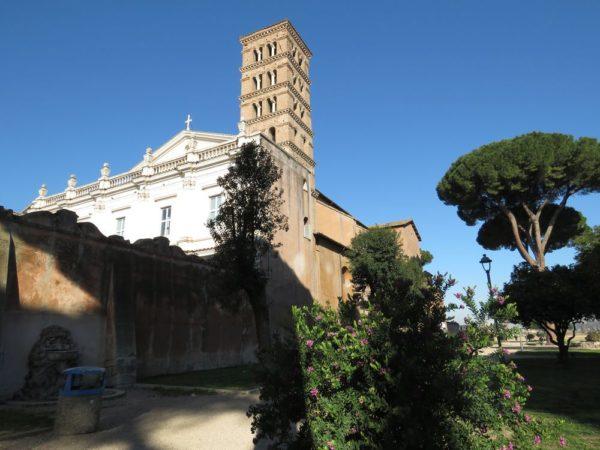 холм авентин Базилика святых Вонифатия и Алексия (Basilica dei Santi Bonifacio e Alessio)