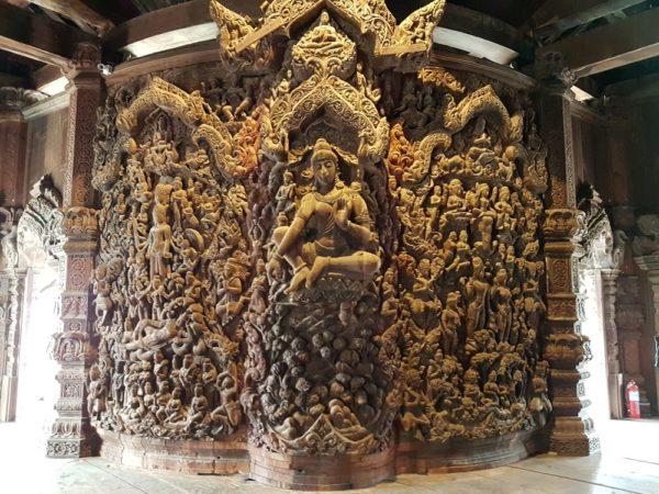 храм Истины в Паттайе (Sanctuary of Truth) индийский зал