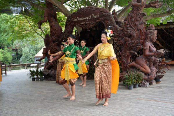 храм Истины в Паттайе (Sanctuary of Truth) традиционное тайское шоу