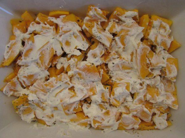 Запеченная тыква с сыром и яблоками