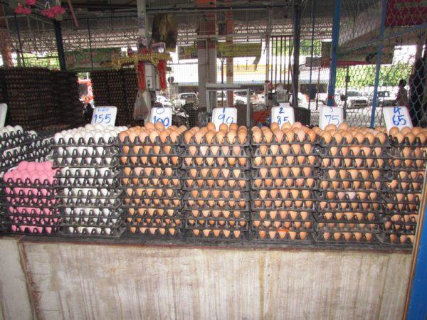 Ratanakorn Market или утренний рынок у Колизея