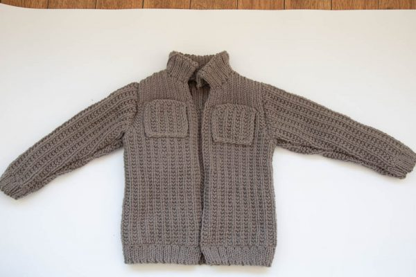 Вязаная куртка спицами мальчику