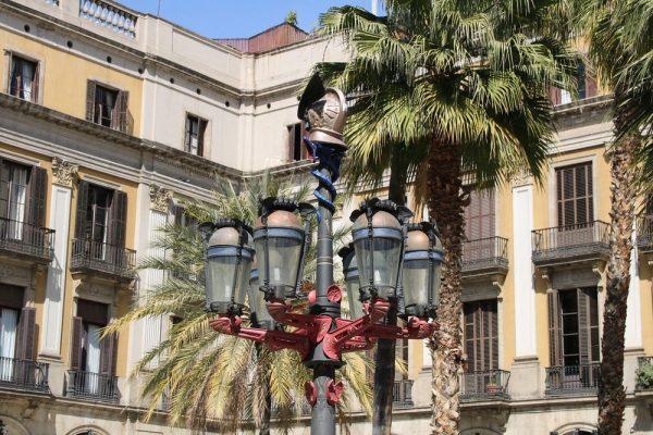 Королевская площадь Барселона
